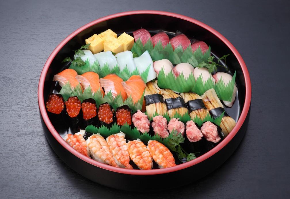 休日寿司盛り【N22】<br />