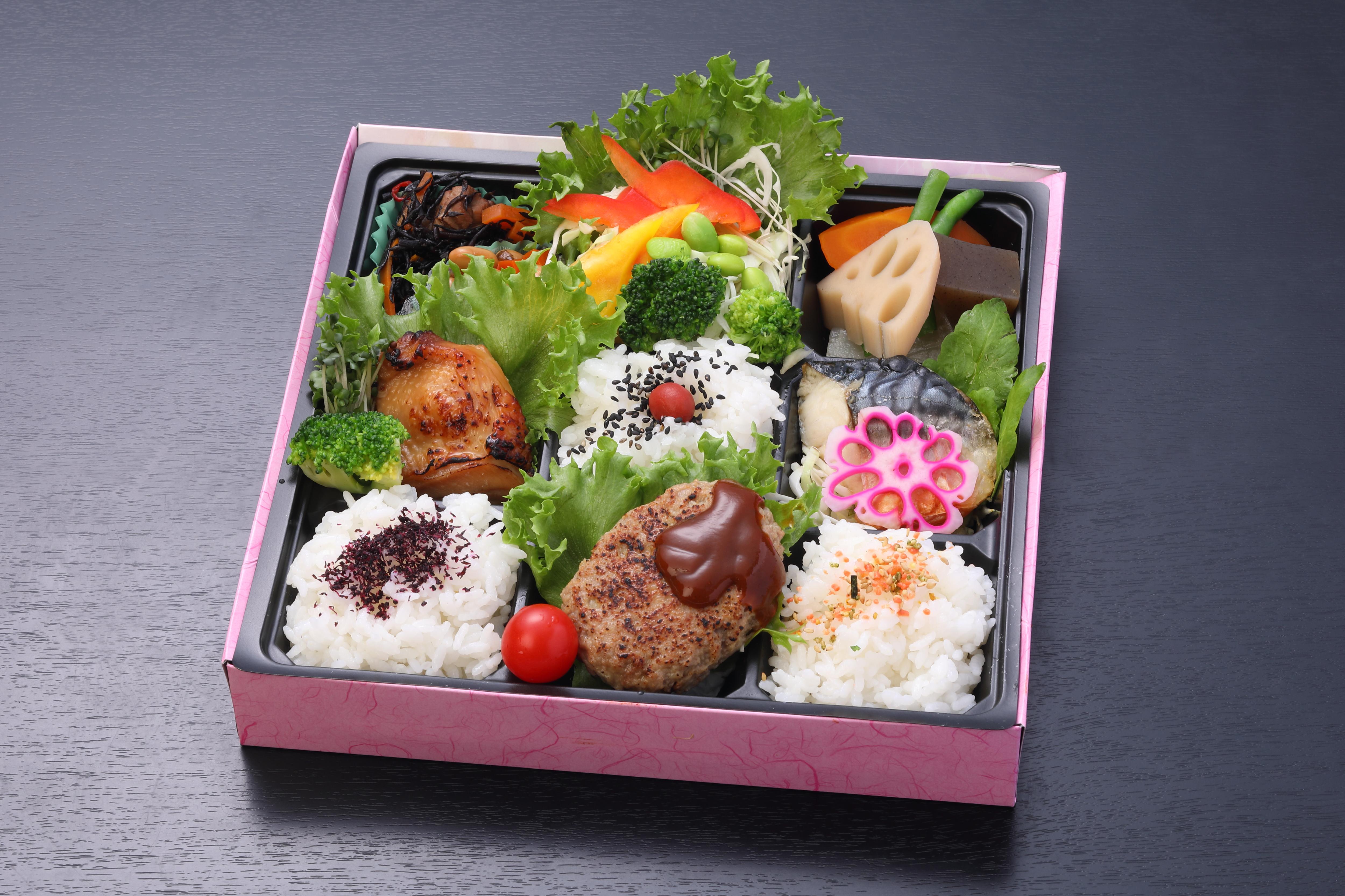 New和洋食グリル 茜(あかね)弁当(肉&魚)【A135】(ペットボトルお茶500㎖.1本付き)